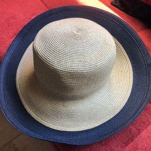 Eric Javits Navy and Tan packale Hat NWOT